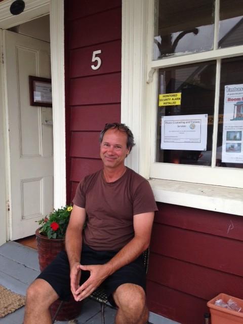 Steffen Lindner outside the Embassy of Friendship