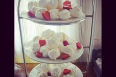 Strawberry meringues at Jandals Cafe, Whitianga