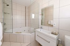 Executive Studio Bathroom Oceanside Motel Whitianga