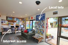 Office area with wifi On the Beach Backpackers Whitianga