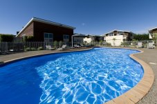 Beachside Resort Apartment complex Whitianga poolside