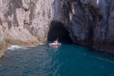 Boat tours with Cathedral Cove Cruises