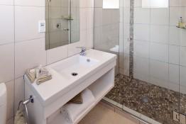 Deluxe Bathroom Oceanside Motel Whitianga