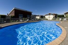 Beachside Resort Apartment complex Whitianga poolside