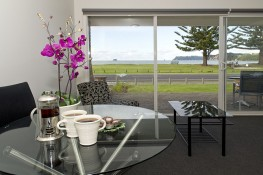 Deluxe Living/Patio Oceanside Motel Whitianga