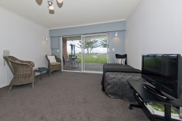 One Bedroom Living/Patio Oceanside Motel Whitianga