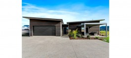 Studio 77 Architects Whitianga in Coromandel Peninsula This won a Gold Award in the 2016 Registered Master Builders House of the Year for HAMR Home in the $400,000 - $500,000 category..jpg