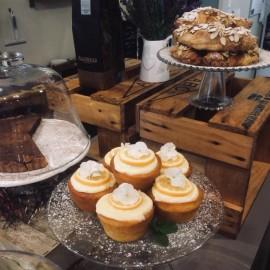 Lemon syrup cupcakes