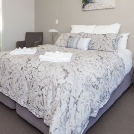 Sovereign Pier on the Whitianga Waterways - apartments with master and ensuite