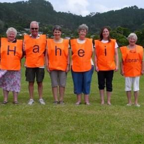 Hahei Market library volunteers