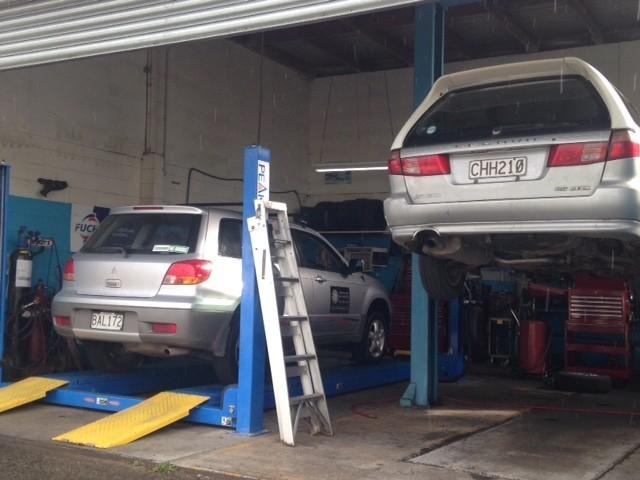 Charlies Workshop - Automotive Mechanic